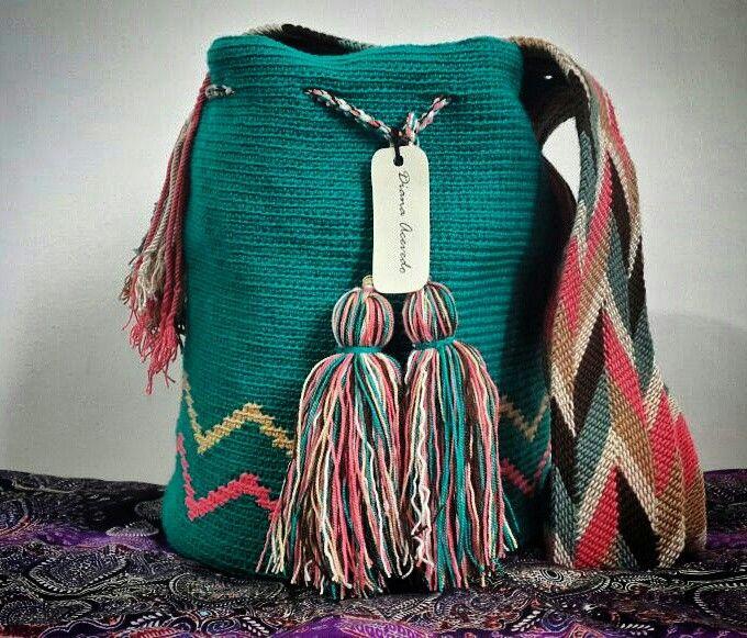 Mochila tejida en hilo guajiro.  Gasa wayuu.   Medidas: 24 * 28 cms.  Mochilas elaboradas bajo pedido.   Whatsapp (+57)3154239002.  Cali-Colombia.