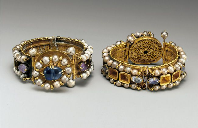 Pair of Jeweled Bracelets, 500–700 | Byzantine; Probably made in Constantinople | Gold, silver, pearl, amethyst, sapphire, glass, quartz, and emerald plasma