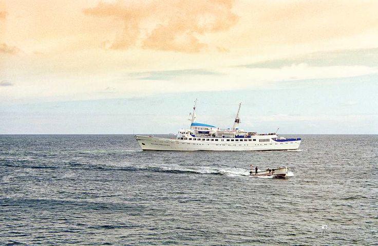 awesome Fotografie »Die Wilhelmshaven vor Helgoland«,  #Auf'mSchiff #Hafenbilder #Meerbilder