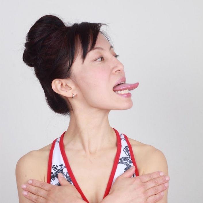 Йога для лица Фумико Такацу: 3 anti-age упражнения