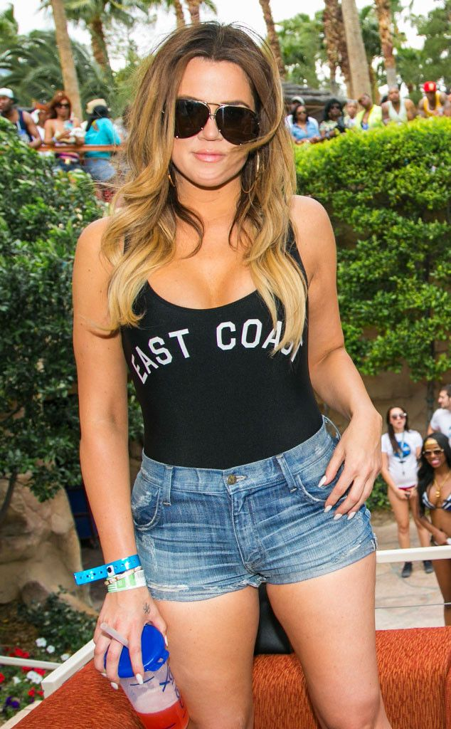 Khloé Kardashian's showing off her hot bod in a tank and short shorts!