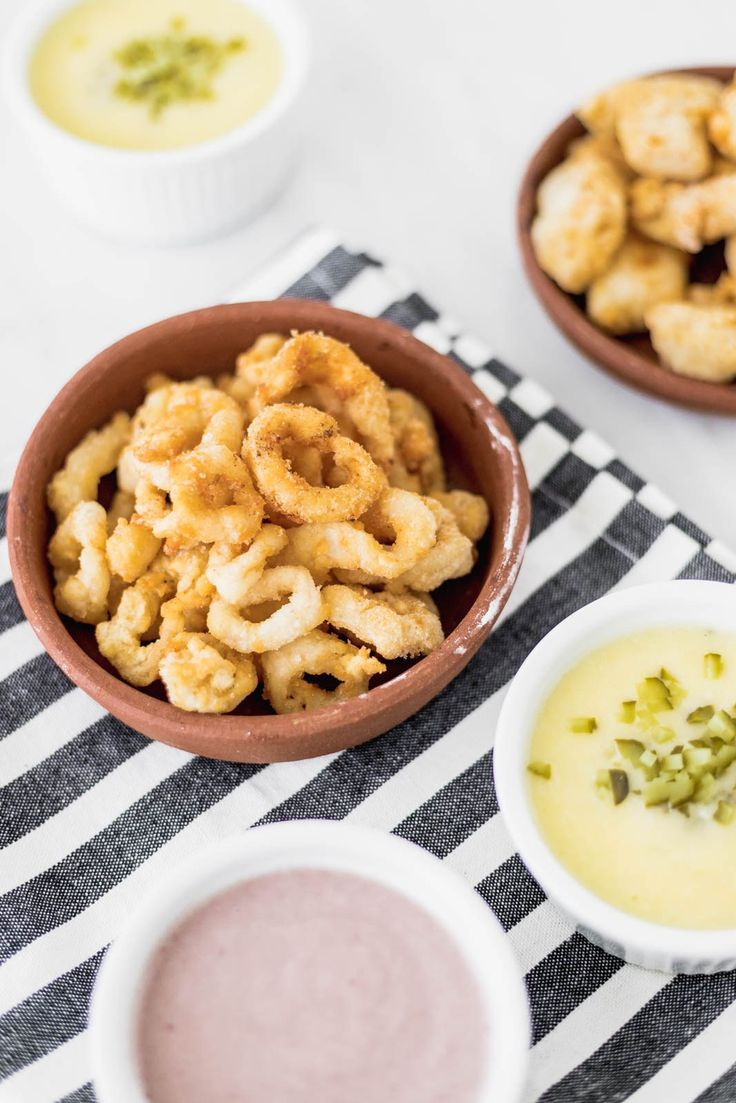 "Squid and Fish Crispy ""Chicharrón"" Ceviche, Food To Go, Food And Drink, Calamari Squid, Easy Recipe To Make At Home, Unique Recipes, Ethnic Recipes, Peruvian Recipes, Macaroni And Cheese"