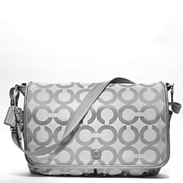 Coach diaper bag... Yes, please! :)