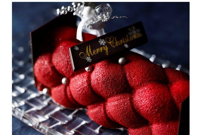 VOGUE lifestyle | news | 百花繚乱! クリスマスのテーブルを彩るホテルメイドの「ブッシュ ド ノエル」。
