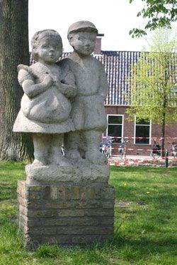 Ot en Sien. Het zijn twee Drentse kinderen, een jongen en een meisje. Tevens is het de naam van een serie kinderverhalen die in de eerste helft van de twintigste eeuw zeer populair waren. De verhalen zijn naar het idee van Jan Ligthart, die de jeugd zich wilde laten verdiepen in het dagelijkse huiselijke gezinsleven. De verhalen zijn geschreven door Hindericus Scheepstra en de illustraties zijn gemaakt door Cornelis Jetses.