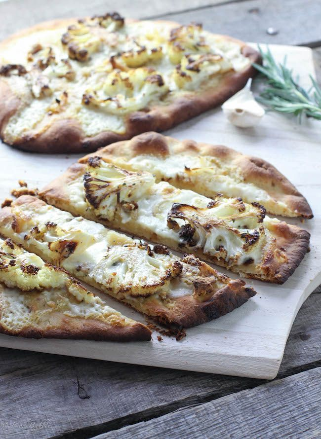 Roasted Cauliflower & Garlic Naan Pizza via Food Babbles #savory #appetizer