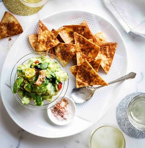Tostadas with rough guacamole and smoked paprika