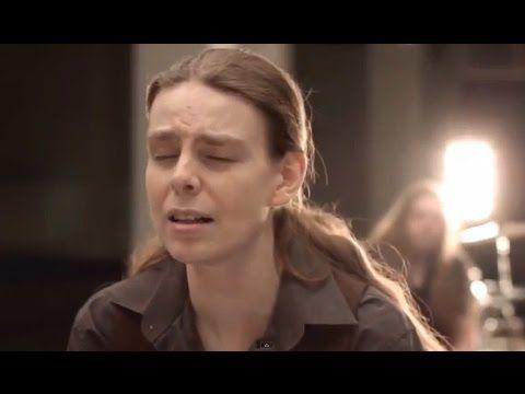Ari Koivunen - Sylvian joululaulu @ Raskasta Joulua 2015 - YouTube