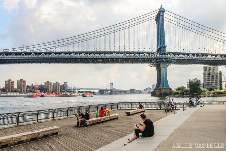 Cruzar el puente de Manhattan en Nueva York