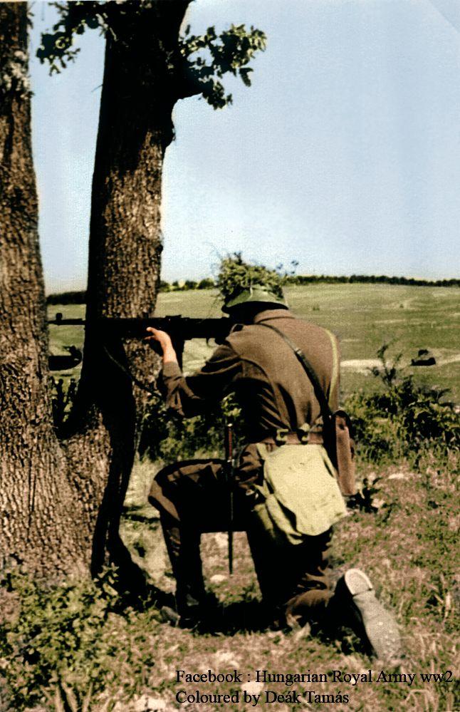 Király géppisztoly tesztelése ,közben készült fotó.