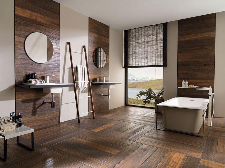Posez sur le sol de votre salle de bains des dalles adhésives imitation bois