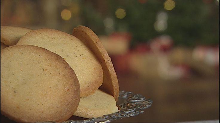 Ingen jul uden småkager. Bag også disse skønne citronspecier efter Mette Blomsterbergs opskrift. En anderledes småkage med et skønt syrligt tvist.
