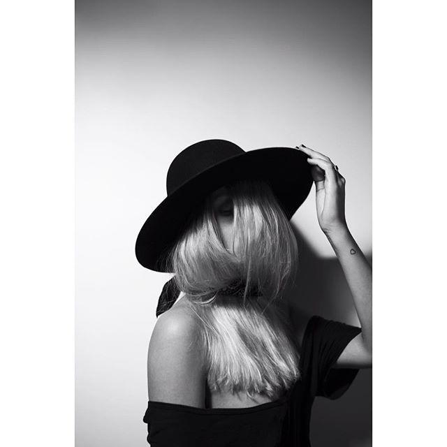 #shoot #tbt #picture #black #white #hat #style #beauty #woman#leica #portrait #hair #blonde #white #dope #dude #paris #shooting #nude…