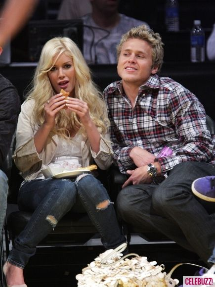 Heidi Montag eats a hot dog with Spencer Pratt