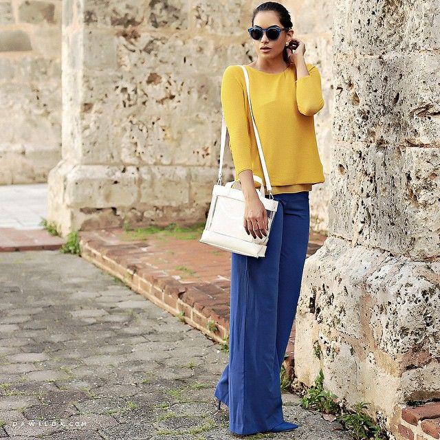 """Mi nuevo color favorito! """"Azul cobalto"""" ya estoy que no me lo apeo!  en esta foto el pantalon es un jumpsuit de @srtaapfel y me puse el suéter arriba! Así le saco mas provecho a mis piezas! #mystyle #myway #Dawilda #fashionblogger #imageconsultant #doingmything : @alouettephoto"""
