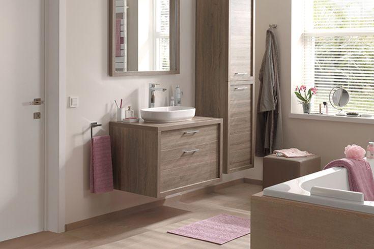 Houten badkamermeubel in hedendaagse badkamer