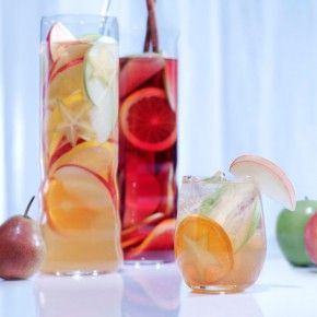 Van Gogh Dutch Appel Sangria. Click through for a great recipe. #cocktails