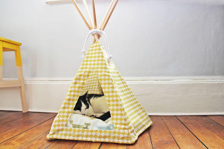 Les 25 meilleures id es de la cat gorie tipi pour chat sur pinterest tente chien lit chat diy - Mon chat fait pipi dans mon lit ...
