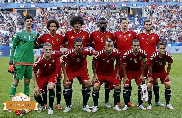 Berikut ini selengkapnya daftar pemain (skuad) Timnas Belgia yang akan berlaga di Euro 2016. Skuad Belgia yang akan bermain dibawah arahan pelatih Marc Wilmots, lengkap dengan sejumlah pemain binta…