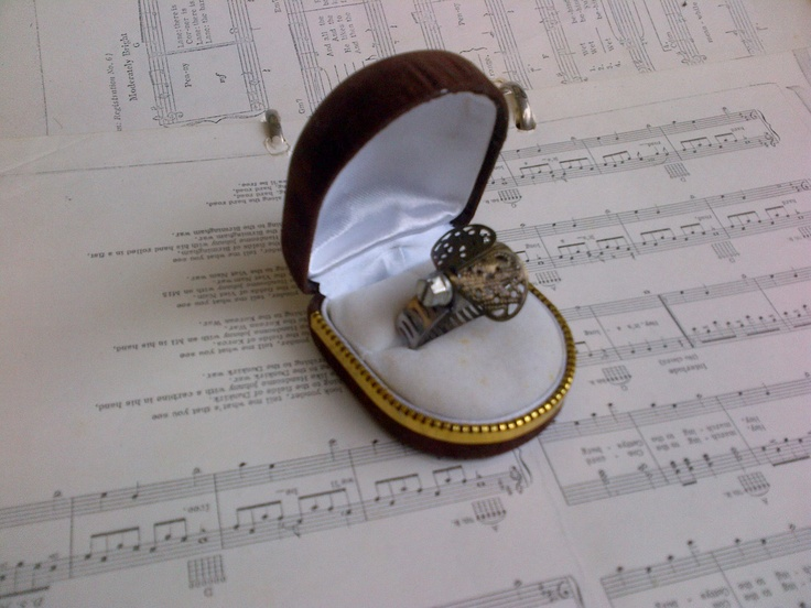 'Bee' ring!  Clamp  Jewellery moulding  Watch dial
