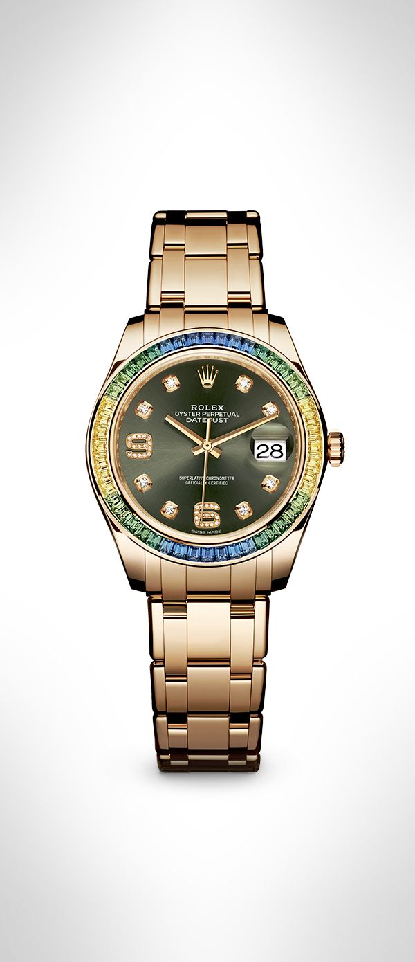 The Rolex Datejust Pearlmaster 39 in 18 ct yellow gold, featuring a bezel set with a blue to green gradient of 48 baguette-cut sapphires and an olive green dial set with diamonds. Equipped with a new calibre 3235, this Rolex model combines watchmaking art with the charm of gold and coloured gemstones. #RolexOfficial
