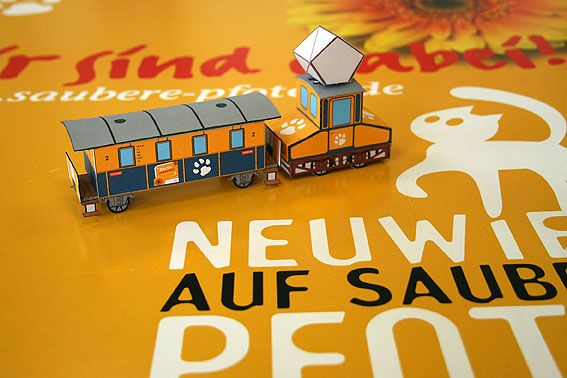 Der Bastelbogen für das Karton-Modell ist ab sofort auf der Homepage der Stadt Neuwied zu finden: historischer Zug im Saubere-Pfoten-Design.