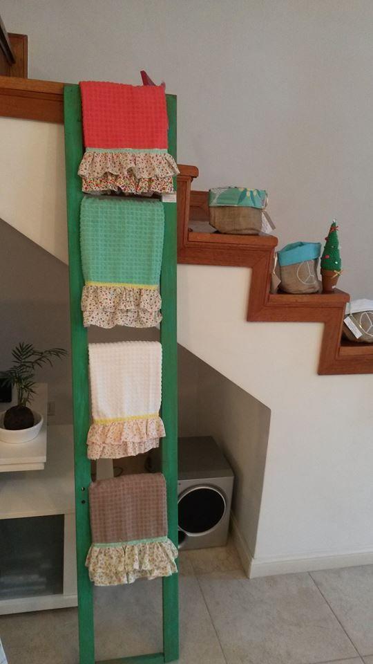 'Escalerita exhibidora'  #Repasadores con volados shabby :D #Bolsitas de arpillera multiuso #Pinitos navideños crochet ;)