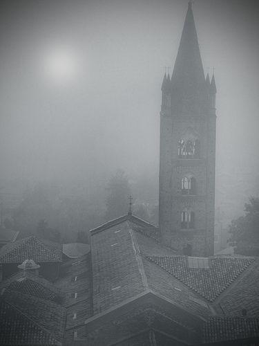 Rivoli - Campanile dell'Antica Collegiata di Santa Maria della Stella  #rivolley #rivoli #volley #pallavolo #castellodirivoli #campanile #antica #collegiata #stella #nebbia #foschia #fog