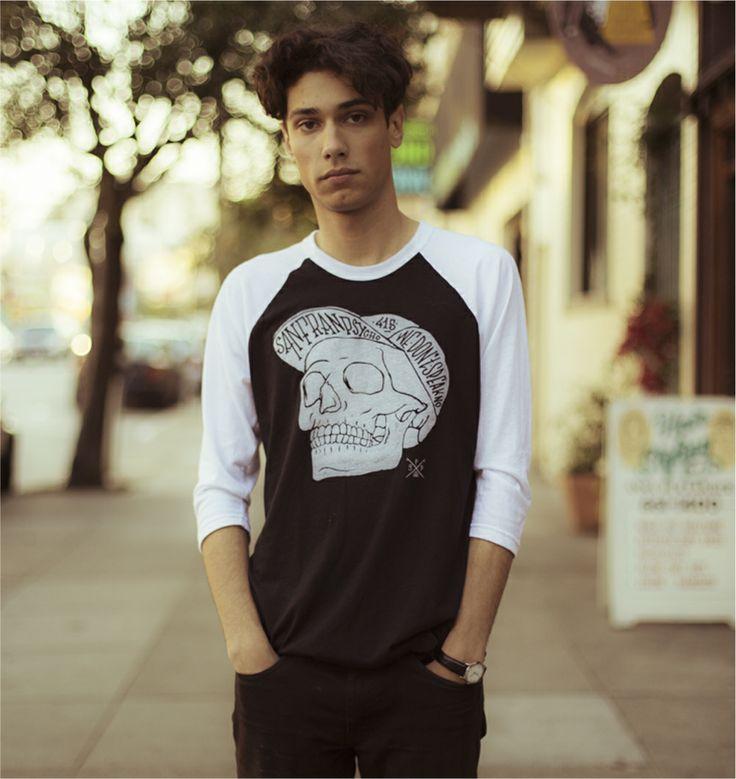 [TOTD] Street Skull by San Franpsycho  Après un petit WE prolongé, on revient avec une jolie découverte mixant illustration et typo : le Street Skull T-shirt ! Edité par la marque San Franpsycho, il est décliné du XS au XL en col rond noir ou blanc, en crop et en baseball tee ! Plus d'infos dans la suite du billet…  http://www.grafitee.fr/tee-shirt/street-skull-san-franpsycho/  #TOTD #lifestyle #graphic #type #Tshirt #USA #SanFranpsycho
