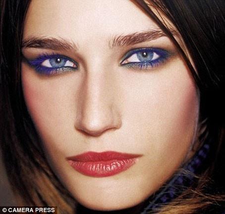 Trucco occhi azzurri per una serata romantica - Blu eyes makeup for a romantic evening