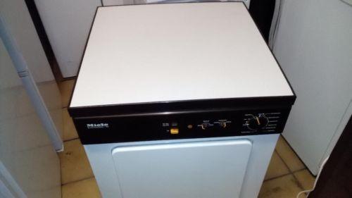 In Lübeck zu verkaufen  Ich verkaufe hier einen Abluftrockner  Geschirrspülmaschine von der Firma MieleModell: T 366Ablufttrockner / Beladung: Frontla / Fassungsvermögen: 4,5   Für weitere Infos bitte auf as Bild/ Angebot klicken
