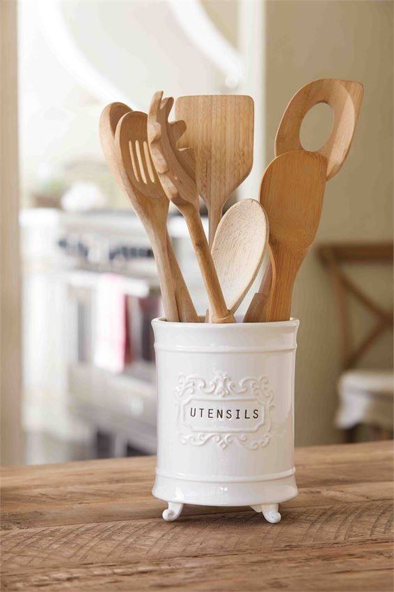 Who would of thought a utensil holder could look so good?! Our vintage inspired utensil holder not only functional but oh so pretty to look at. The ceramic untensil holder features footed detail and d