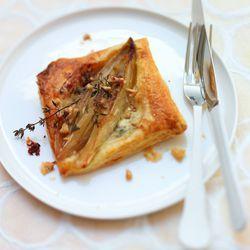 Recept voor witlof tartelette met gorgonzola, honing en tijm.