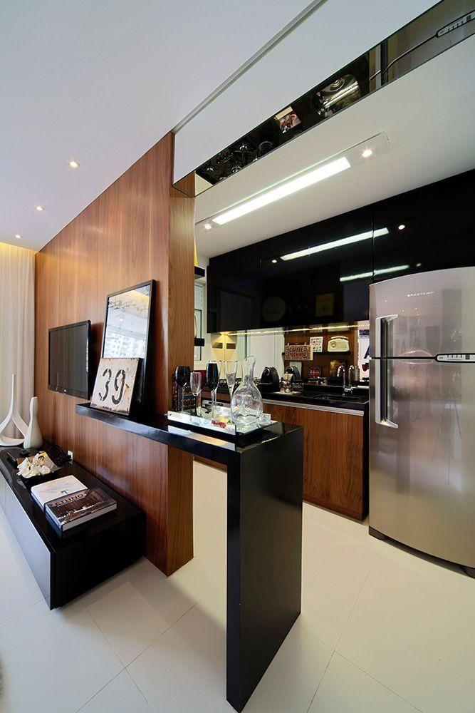Bancada em granito preto para cozinha integrada a sala