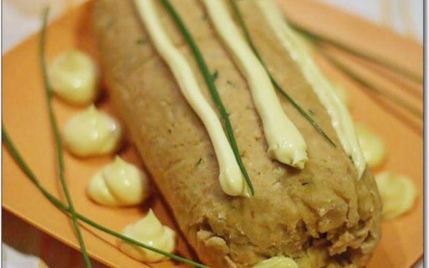 Ricetta Polpettone di tonno | Ricette di ButtaLaPasta1 kg di patate 100 gr di burro 2 tuorli d'uovo 180 gr di tonno alici q.b. capperi q.b.