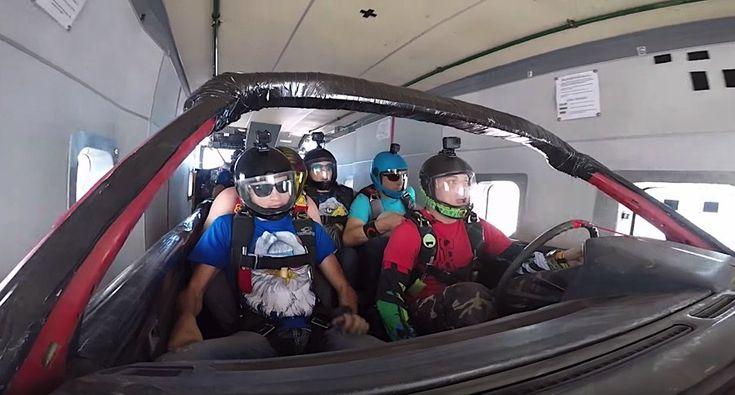 Konstantin Petrijcuk und Kollegen unternehmen einen Skydive mitsamt Auto   Fürs Skydiving braucht man Nerven aus Stahl. Sich aus einem Flugzeug zu stürzen und erst in der Luft den Fallschirm zu öffnen – definitiv nic...  #auto #Cardiving #extrem