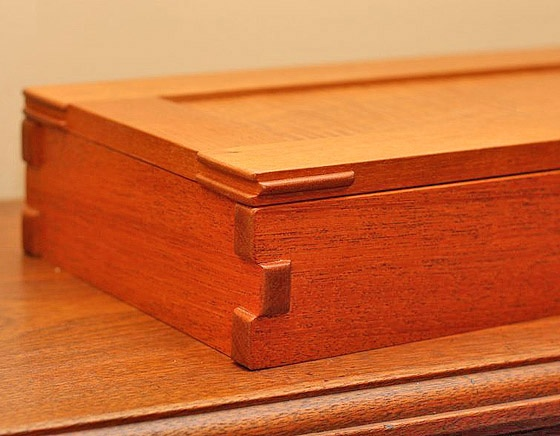 Greene and Greene Style Box by Ethan Sincox (detalle)