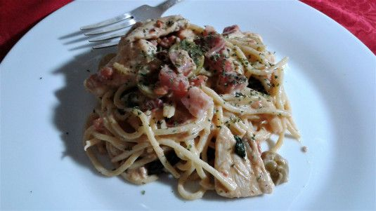 Tuscan style spaghetti with chicken and bacon