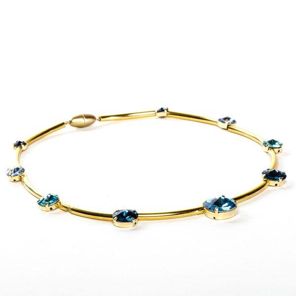Eine schöne Geschenkidee: Selbstgemachte Halskette mit Swarovski Rivoli. Alle Materialien bei Glücksfieber erhältlich.
