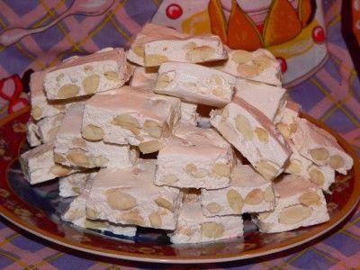 Домашняя нуга. Мёд- 130гр. (жидкого) Сахар -400гр Белок яичный -2шт.(от больших яйц) Вода -50мл Миндаль жареного- 300гр. (без кожицы) Шоколад для глазировки (по желанию)