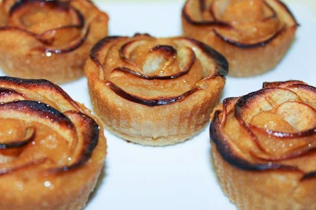 Яблочные кексы на основе яблочного пюре.        Я попробовала испечь яблочные кексы с добавлением яиц и сметаны, сливочного масла и постные...