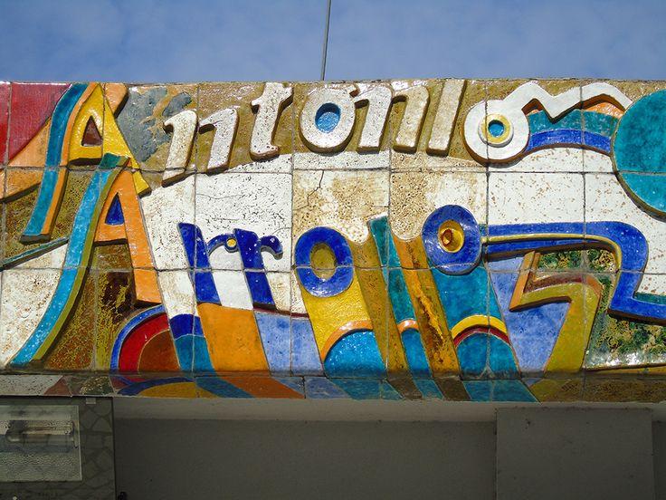 Querubim Lapa | Lisboa |  Escola Artística António Arroio / António Arroio Artistic School | 1984 [foto / photo: © Ana Almeida]  #Azulejo #AzulejoDoMês #AzulejoOfTheMonth #QuerubimLapa