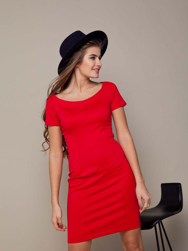 Jasna czerwona sukienka przylegająca do ciała. Może być wieczorowa jak i na każdy dzień. Wiosna 2016.