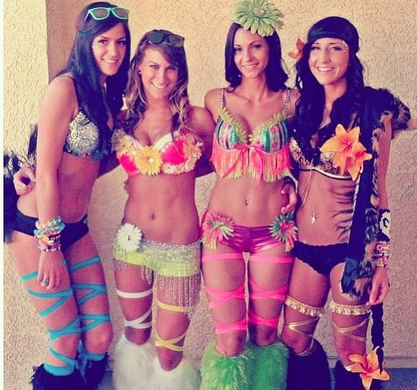 Many girls wear colorful wigs to a rave some of which are all pink, green, blue or even a combination of the colors. Sweatbands are also a popular piece of clothing to wear at a rave for both men and women.
