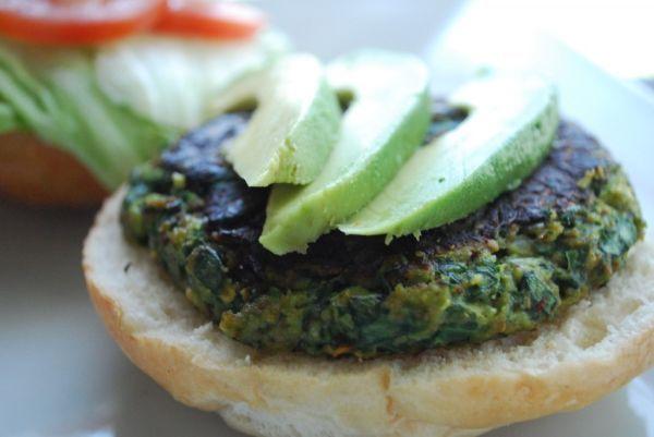 Estas hamburguesas son ricas en proteínas, bajas en hidratos de carbono y completamente deliciosas. La espinaca se destaca por su alto valor nutritivo. Además, es una excelente fuente de hierro, por...