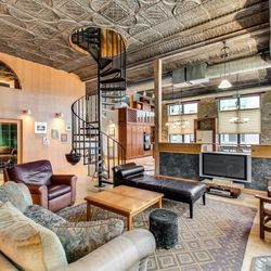 Cozy industrial loft conversion in Pilsen rents for $1,950 - Curbed Chicago