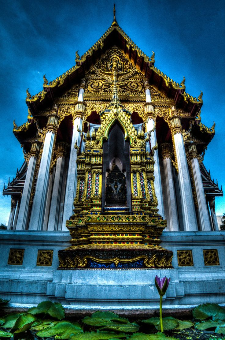 Wat Ratchaburana . Bangkok Thailand