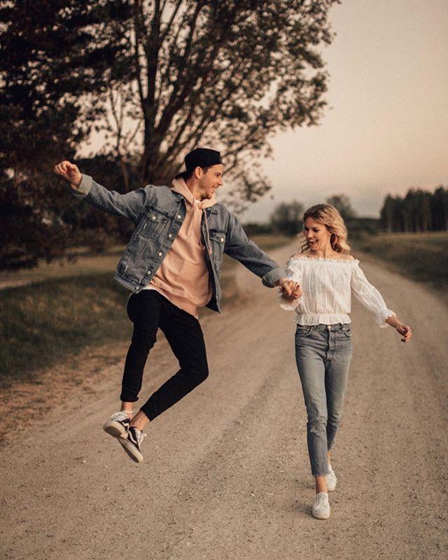 Some serious Sunday sunset couple goals over here . Also cant wait to meet this lovely lady @laurastadlermakeup who happens to be a super talented hair and makeup artist on two weddings very soon . . . . #makeadventure #destinationwedding #elopement #destinationweddingphotographer #engagementshoot #hippiebride #indiebride #instawedding #wanderlust #thatsdarling #loveauthentic #adventurealways #adventuresession #adventurouswedding #bohowedding #junebugweddings #mallorcawedding #adventureelopement #mountainwedding #outdoorwedding #hippiewedding #belovedstories #dirtybootsandmessyhair #melliandshayne – P h e b e C o x