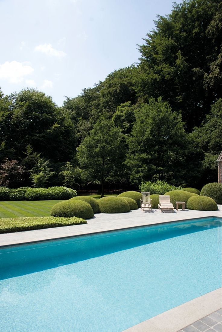 Home Sweet Home » Emotie en wilde nonchalance in de tuin, Pool and cloud pruned boxwood