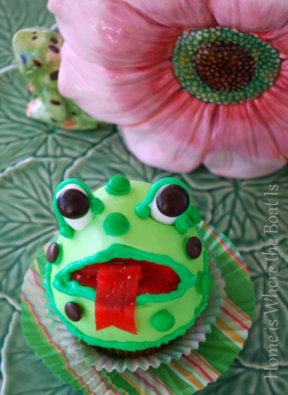 Happy Leap Day! Big Mouth Frog Cupcakes | homeiswheretheboatis.net